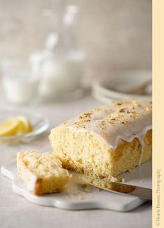 An easy recipe for a delicious lemon cardamom cake, soft, moist and full of flavor.