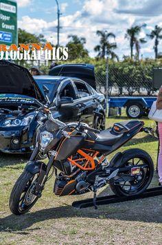 Wrapped KTM Duke 390 - Avery Brushed Black, Avery Black Carbon Fire, Avery Gloss Orange. Ktm Duke 200, Off Road Bikes, Carbon Black, Motorcycle Bike, Street Bikes, Bike Design, Sport Bikes, Stunts, Fire