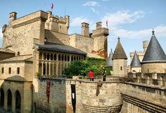 Descubre curiosidades históricas del castillo Palacio Real de Olite. ¿Sabes que el Castillo Palacio Real de Olite es el monumento más visitado de Navarra?