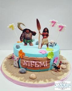 Arguably the biggest movie in the kiddo world right now — aside from maybe Frozen, as the fever doesn't seem likely to ever die down — Moana is 1 Year Birthday Party Ideas, Moana Birthday Party Theme, 2nd Birthday Party For Girl, Moana Themed Party, Moana Party, Mohana Cake, Mothers Day Cakes Designs, Bolo Moana, Minnie Mouse Birthday Cakes