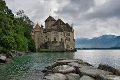 Шильонский замок, Швейцария. Построен в 1160 году.