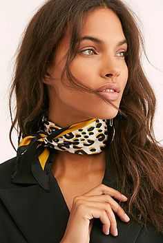 Cute Garments Leopard Print Kite Bandana 10 Particular Don'ts Of Nice Hair Care If the amount of cas Bandana Outfit, Outfit Zusammenstellen, Ways To Wear A Scarf, How To Wear Scarves, Classy And Fab, Silk Neck Scarf, Scarf Knots, Head Scarf Styles, Cute Scarfs