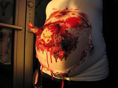 zombie baby I am so not a blood and guts type but this seems very creative and fun Pregnant Halloween Costumes, Halloween Town, Halloween Makeup, Halloween Stuff, Baby Zombie, Zombie Survival Guide, Fashion Courses, Pregnancy Photos, Maternity Photos