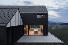 Casa nel rurale paesaggio sloveno by Sono Architects | ARC ART by Daniele Drigo