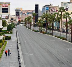 As coronavirus shuts down Las Vegas, eerily quiet Strip may never be the same — The Washington Post Healthcare News, Las Vegas Strip, The Washington Post, Tourism, Sidewalk, Street View, Vegas Strip, Turismo, Side Walkway