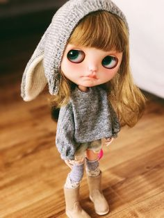 Jiajiadoll- custom listing grey blouse fits Blythe azone s m xs Blythe Dolls For Sale, Ooak Dolls, Muñeca Diy, Cute Brunette, Brunette Girl, Barbie, Little Doll, Doll Repaint, Custom Dolls