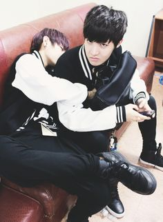 Stop it, Hoseok! You are very lucky... but if you don't like Taehyung cuddling with you, I VOLUNTEER AS TRIBUTE!!!
