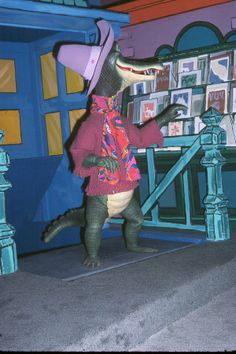 America Sings - See ya later Alligator. After while Crocodile. Disneyland America, Disneyland History, Vintage Disneyland, After While Crocodile, Disneyland Tomorrowland, America Sings, Sunshine In A Bag, Walt Disney Imagineering, Disney Rides