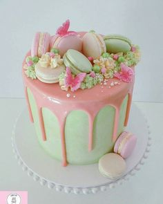We love the combination of @cakesbysarahwa s cake in green & pink  decorated w