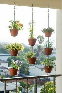 43 DIY Patio and Porch Decor Ideas DIY Porch and Patio Ideas - DIY Vertical Garden - Decor Projects and Furniture Tutorials You Can Build for the Outdoors -Swings, Bench, Cushions, Chairs, Daybeds and Pallet Signs Jardim Vertical Diy, Vertical Garden Diy, Vertical Gardens, Vertical Planter, Small Gardens, Coastal Gardens, Diy Porch, Diy Patio, Backyard Patio