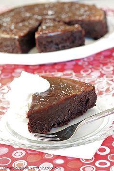 Flourless Chocolate Caramel Cake and 30 other Passover desserts Chocolate Caramel Cake, Flourless Chocolate Cakes, Chocolate Flavors, Chocolate Ganache, Caramel Ganache, Caramel Pie, Chocolate Cookies, Chocolate Chips, Passover Desserts