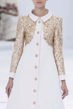 Magnifica colección con detalles en oro - pureza sofisticada... ¡Nos encanta!