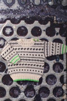 Baby- børnebluse med mønster og kontrastkant