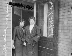 Titanic survivors Ida Sophia Fischer Hippach, and Jean Gertrude Hippach, her daughter, seen here in Chicago in (Chicago History Museum/Getty Images) Titanic Photos, Rms Titanic, Titanic Artifacts, Titanic Survivors, Titanic History, Chicago History Museum, Modern History, Library Of Congress, World History