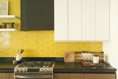pin + insta // @ f o r t a n d f i e l d ♥ yellow honeycomb tile w/ dark green counters and wood cabinets Kitchen Backsplash Interior, Kitchen Tiles, Interior Design Kitchen, New Kitchen, Natural Kitchen, Mosaic Backsplash, Kitchen Remodeling, Kitchen Designs, Kitchen Decor
