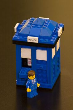 Lego Tardis // example to show the boys so they can build it to put with their daleks they came up with