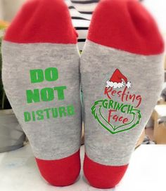 Ladies//Girls Red /& Silver Glittery Resting Grinch Face Xmas Cotton Ankle Socks