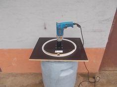 Praktický šroták naovoce poháněný selektrickou vrtačkou.