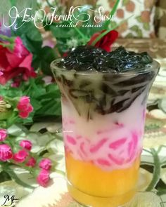 Kreasi es jeruk © 2020  @lina.tjoandra via Instagram/@amazingindonesiafood ;  Instagram/@eddriantjhia Dessert Drinks, Desserts, Indonesian Food, Healthy Drinks, Beverages, Food And Drink, Menu, Cooking Recipes, Ice Cream