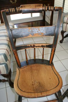 Cute #vintage chairs! Wonder what the crafty peeps could do with this set? July 26-28