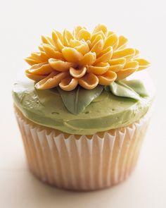 Elaborate Cupcake Recipes: Chrysanthemum Cupcakes