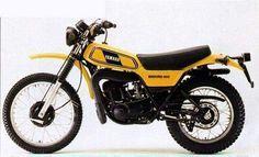 Yamaha DT400 model 1978 -- brand new -- can't wait! allereerste nieuwe crossmotor van mijn man,alleen in het wit