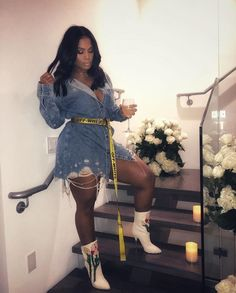 awkward stairs and is she at a wedding in that outfit? Black Girl Fashion, Cute Fashion, Urban Fashion, 50 Fashion, Style Fashion, Chic Outfits, Fall Outfits, Fashion Outfits, Fashion Boots