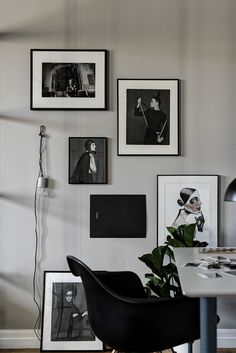 Image credit: Designtherapy black and white elegance in a home office