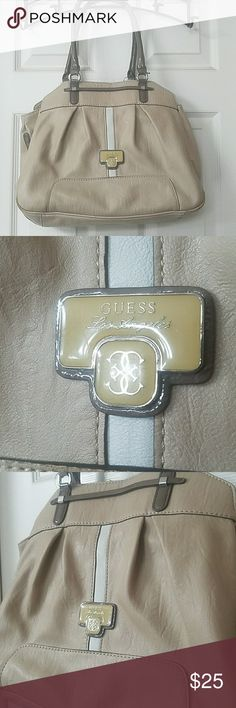 Guess bag Beautiful used Guess bag. Used condition. Please see all pictures of wear. Wear to straps and lining. Inside could use a good cleaning. ⚠Sorry 🚫 trades on this item. Selling for my sister⚠ Open to offers. Guess Bags Shoulder Bags