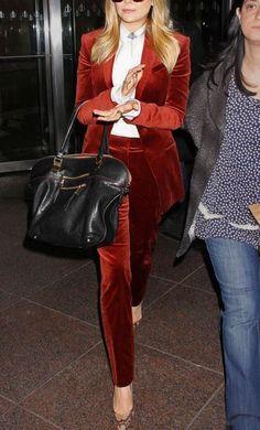 I'm constantly wishing for a completely velvet wardrobe. T i gotta admit the velvet suit hadn't crossed my mind. Shall now be looking for a blazer to match my new velvet pants. Red Velvet Suit, Velvet Pants, Winter Mode, Elizabeth Olsen, Looks Style, Work Attire, Mode Style, Work Fashion, Fashion Tag