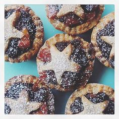 Mince pie time 🎄I shared a recipe for these a few year la ago that so many have you love, so thought I'd share it again for those of you looking to make some! The link is in my bio, or you can find the recipe on my app 🎄🎅🏻🎁 New Recipes, Holiday Recipes, Vegan Recipes, Christmas Recipes, Delicious Recipes, Christmas Ideas, Vegan Christmas, Vegan Thanksgiving, Vegan Cake