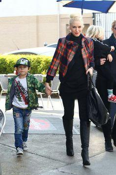 I am a huge Gwen fan! I love her style, attitude and music. She is perfection Gwen Stefani Style, Kardashian Style, Kourtney Kardashian, Baby Boy Fashion, Fashion Kids, Beach Shirts, Celebrity Outfits, Love Her Style, Diva Fashion