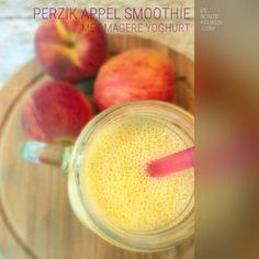 Perzik appel smoothie  TIP: vind je de smoothie niet zoet genoeg, voeg dan een eetlepel honing aan het geheel toe! (perzik, appel, magere yoghurt, drankje, zomer, gezond, makkelijk, simpel)