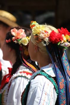"lamus-dworski: "" Polish costumes: the flower wreaths from Lublin (strój lubelski). Folk Clothing, Historical Clothing, Polish Folk Art, Flower Wreaths, Beautiful Costumes, Folk Costume, World Of Color, People Around The World, Poland"