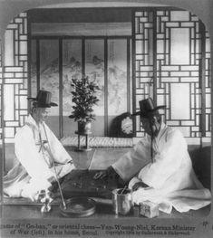 Korea-History-Goban_Game_in_Seoul_Korea_1904_(LOC).jpg (1374×1536)