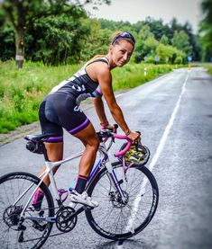 DoubleTap & Tag a Friend Below⤵ 💋 😍 Tag your love 😘 ✅ Turn Post Notification on 📣 ✅ Tag your friends 👥 🎥 Road Bike Women, Bicycle Women, Bicycle Girl, Cycling Girls, Cycling Wear, Cycling Outfit, Triathlon, Female Cyclist, Cycle Chic