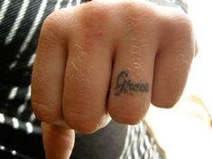 Die 11 Besten Bilder Von Ringfinger Tattoo Tiny Tattoo Cute