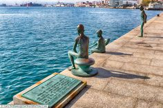 A plaque next to four bronze statues depicting young boys diving into Santander's natural harbour. You Are The World, Wonders Of The World, Santander Spain, Flamenco Dancers, Isle Of Wight, Places Of Interest, Andalusia, Public Art, Us Travel