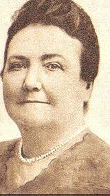 Cecilia Grierson.(22-11-1859/10-04-1934) De adolescente tuvo que ejercer de maestra primaria para ayudar a su familia,  y posteriormente  abrazò  la vocación de ser medica, logrando recibirse y ejercer la profesión  siendo la primer mujer mèdica  de la Argentina. Se desempeño como óbstetra y kinesióloga, logrando una extensa trayectoria en esas especialidades,nunca logrò trabajar como cirujana a pesar de ser la 1ª mujer en tener tìtulo habilitante.