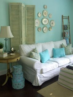 Blue Shabby Chic Living Room, like the placement of wood divider Salon Shabby Chic, Shabby Chic Mode, Blue Shabby Chic, Estilo Shabby Chic, Shabby Chic Living Room, Shabby Chic Style, Shabby Chic Furniture, Shabby Chic Decor, Bedroom Furniture