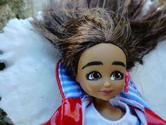 Muñecos que rompen estereotipos: Lottie y la magia de la infancia