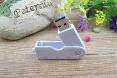 Memoria USB publicitaria en PVC, disponible en todos los colores básicos Usb Flash Drive, Wedding Gifts, Operating System, Budget, Colors, Usb Drive