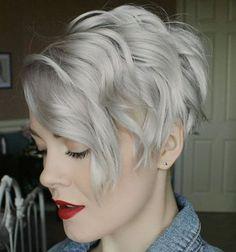 Kurzhaarfrisuren für Feines Haar – Auch feine Haare können, ebenso wie eine füllige Mähne, attraktiv aussehen. Dazu ist nur ein guter Haarschnitt erforderlich. Die geeignete Pflege und das richtige Styling bringen noch mehr Volumen ins Haar.Kurzhaarfrisuren für feines Haarsorgen dafür, dass die Frisur endlich die gewünschte Fülle erhält. Deshalb sollten Frauen mit eher dünnem Haar …