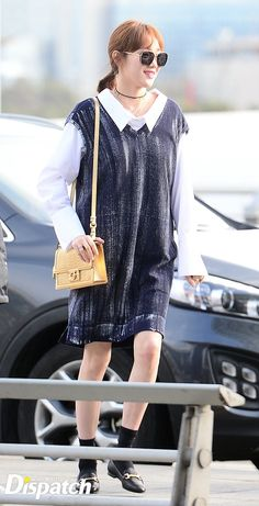 Lee Sung Kyung's airport fashion is proof of her impeccable sense of style — Koreaboo Airport Fashion, Airport Style, Lee Sung Kyung Fashion, Korean Actresses, Korean Drama, Casual Looks, Stylish Outfits, Swag, Photoshoot