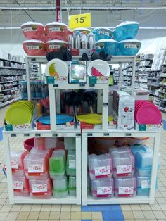 L'été arrive avec ses assiettes et boites de conservation colorées !!!