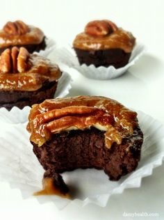 Turtle brownies with caramel topping, plus 9 other healthy brownie recipes (DAMY Health) Healthy Desserts, Delicious Desserts, Dessert Recipes, Healthy Recipes, Healthy Sweet Treats, Healthy Sweets, Gluten Free Sweets, Gluten Free Baking, Turtle Brownies