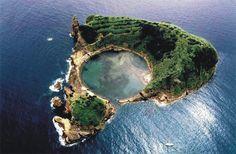This island is called Ilhéu da Villa, which is part of the parish called Villa Franca do Capo.