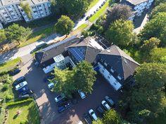 Parkplatzseite des AKZENT Hotel Schildsheide in Erkrath River, Mansions, House Styles, Outdoor, Home Decor, Double Room, Recovery, Outdoors, Decoration Home