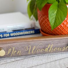 Make a chic walnut and acrylic DIY desk name plate with Sharpie oil based paint pens. Tutorial by Jen Woodhouse Diy Workshop, Creative Workshop, Bookcase Plans, Desk Plans, Makeup Hacks Every Girl Should Know, Printer Cabinet, Sharpie Paint Pens, Diy Makeup Vanity, Desk Name Plates
