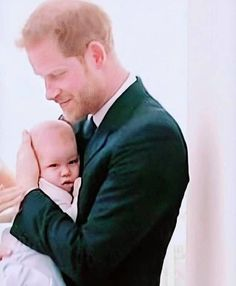 Harry and Archie ♥️ Prince Harry Et Meghan, Prince Harry Of Wales, Meghan Markle Prince Harry, Princess Meghan, Prince William And Kate, Prince And Princess, Harry And Meghan, Prince Henry, Lady Diana